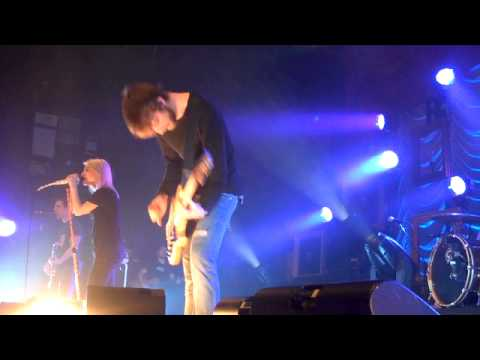 Happy Birthday & Cake Fight. Paramore in Tilburg - YouTube Paramore Tilburg