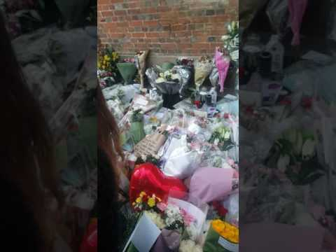 George michael respect and tributes from his home in goring on thames uk