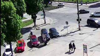 Автомобиль сбил пешехода и скрылся с места ДТП.