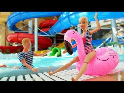 Barbie italiano. Acquaparco per bambini. Giochi educativi con i giocattoli