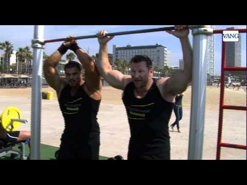 Los amigos de Schwarzenegger se exhiben en la Barceloneta