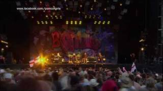 Blondie - Love Doesn't Frighten Me (Live at IOW Festival 2010) HD