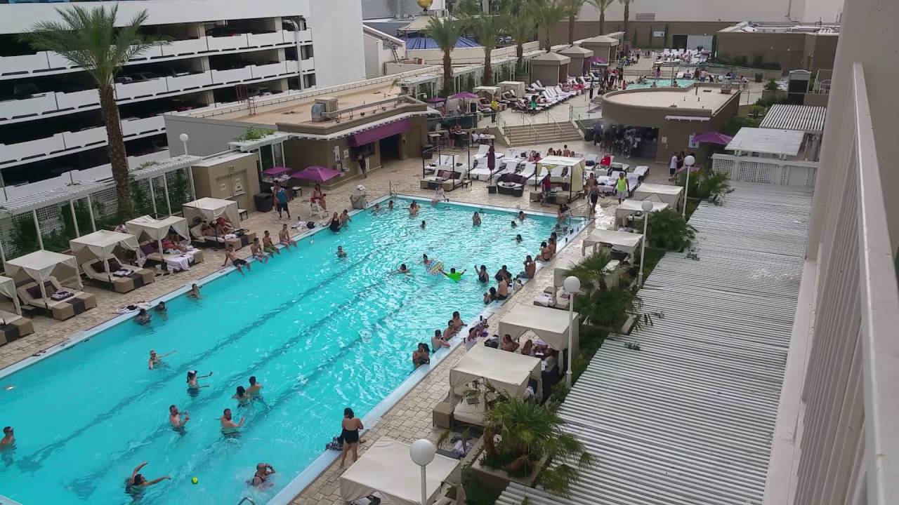 The harrah 39 s las vegas pool view june 2016 doovi for Pool show las vegas 2016