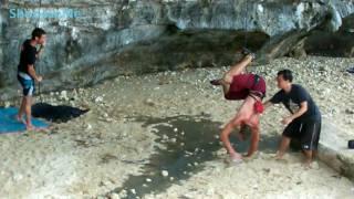 Скалолазание на пляже Тонсай в Таиланде