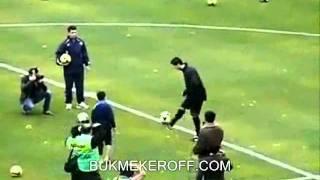 10 летний мальчик обыграл Криштиано Роналдо =)(http://bukmekeroff.com/, 2012-02-17T09:11:31.000Z)