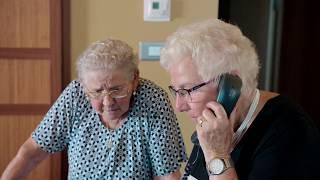 PREVIEW: Hilarisch! Adi en Mariette bestellen de volledige menukaart   De wereld rond met 80-jarigen