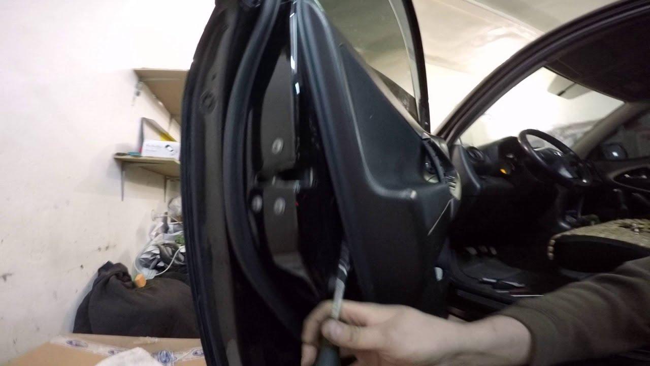 Как снять обшивку двери. Skoda Octavia А5 disassembly door.