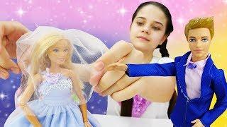 Видео для девочек. Салон красоты: Барби - невеста и готовится к свадьбе! Барби и Кен женятся!