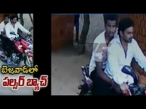 Chain Snatchers Caught on CCTV at Vijayawada | TV5 News