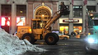 DSNY & PRIVATE CONTRACTORS USE FRONT LOADER & DUMP TRUCKS TO REMOVE SNOW FROM WINTER STORM JONAS.