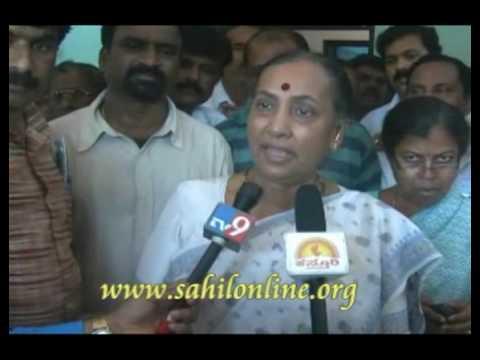 Margaret Alva breifing the press after her defeat in Karwar