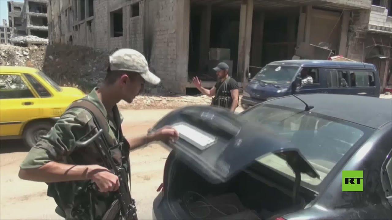 وحدات الجيش السوري تواصل انتشارها في درعا مع نصب نقاط تفتيش عسكرية في سعي لتطبيق اتفاق المصالحة