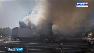 Лоб в лоб: иномарка и грузовик столкнулись на трассе Барнаул-Новосибирск