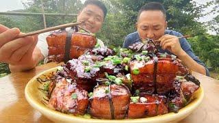 """大哥想吃肉,老弟準備5斤五花肉做大塊""""東坡肉"""",哥倆大口啃得真過癮! 【鐵鍋視頻】"""