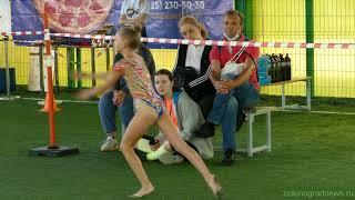 Показательные выступления гимнасток на гонке с препятствиями «Спецназ»