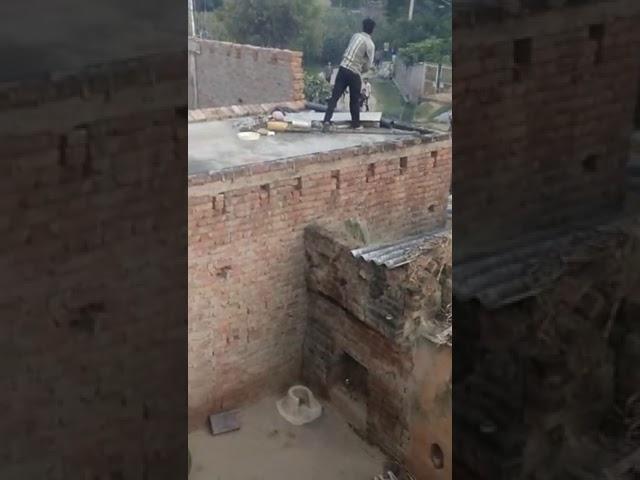 फ़िरोज़ाबाद : दबंगों ने महिला ग्राम प्रधान के साथ की मारपीट पथराव और हवाई फायरिंग, वीडियो वायरल
