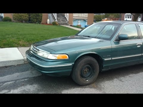 CLEAN '96 - '98 FORD CROWN VICTORIA SEEN IN ST LAMBERT QC - MAY 2019