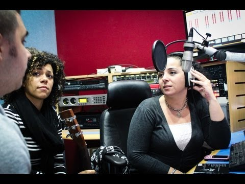 Valerie (acoustic cover) - Nelle Thomas in-studio: Radio Bahrain