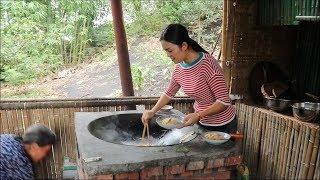 """【南方小蓉】我和媽媽隱居深山,今天我炒了一盤中國名菜""""螞蟻上樹"""",媽媽說太好吃了"""