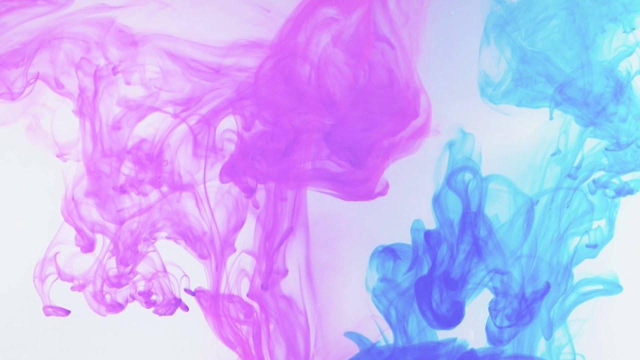 975 tintas lila y azul disolviendose en agua efecto for Colores de pintura azul