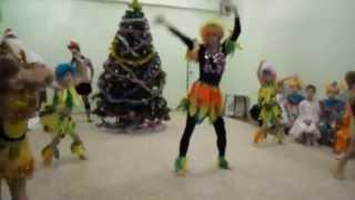 Новый год в детском саду / Танец обезьянок в детском саду