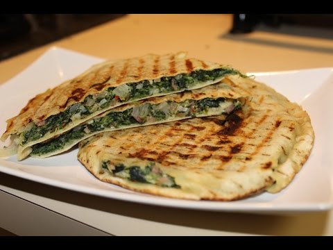 Pita Breads With Cottage Cheese & Spinach