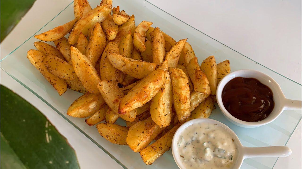 Potatoes au four et sauce crémeuse بطاطا محمرة بالأعشاب والتوابل  في الفرن مع صلصة كريمية