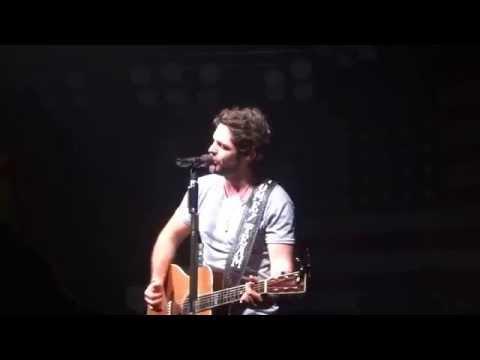 """Thomas Rhett Sings New Love Song """"Die a Happy Man"""" at Coyote Joes"""