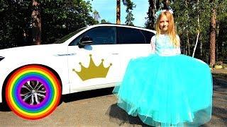 Polina como princesa yendo a una fiesta colorida