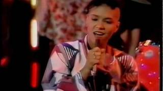Bow Wow Wow - Go Wild In The Country TOTP.m2ts