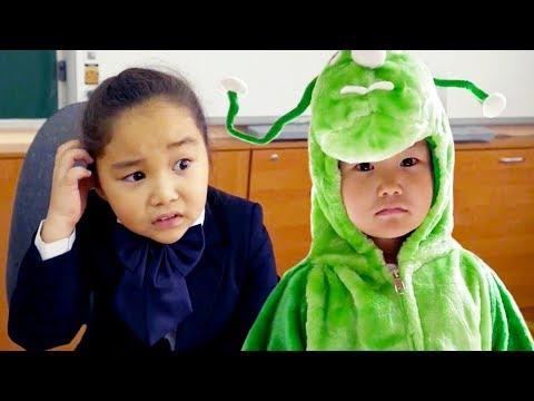 Аминка Витаминка и команда Domestos победили микробов 💪 Самый крутой вайн про чистоту Защита школы!