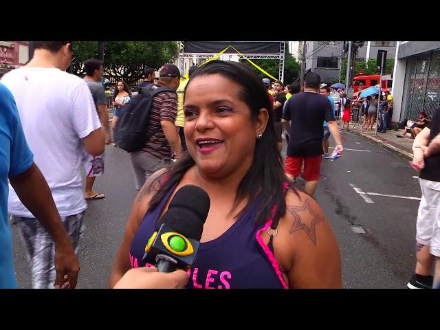 Chuva e folia: Banda da Bica anima sábado magro de Carnaval