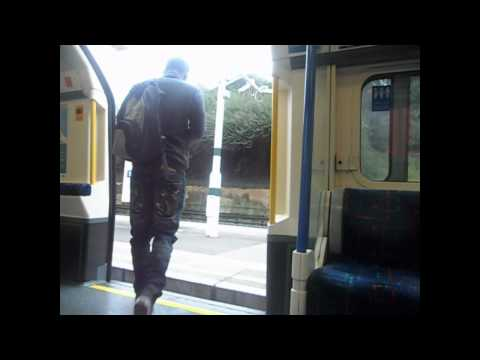 London Underground Piccadilly Line (346): Acton Town - Boston Manor