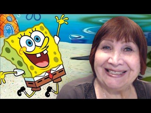 Бабушка поет песенку из Губки Боба! Вы готовы, дети?