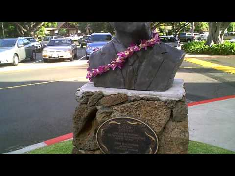 Hawaii Five0 Jack Lord Sculpture at the Kahala Mall in Oahu