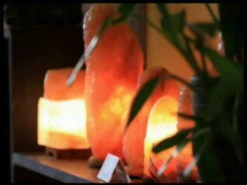 Nhà đẹp - phong cách của bạn: Đèn đá muối trang trí ngôi nhà