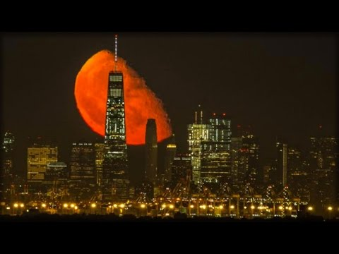 RED BLOOD MOON CAPTURED OVER NEW YORK SKYLINE