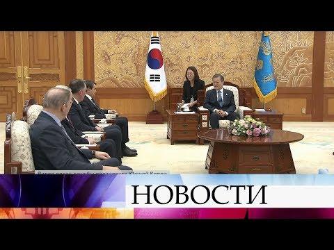 Президент Владимир Путин пригласил южнокорейского лидера Мун Чжэ Ина на Чемпионат мира по футболу.