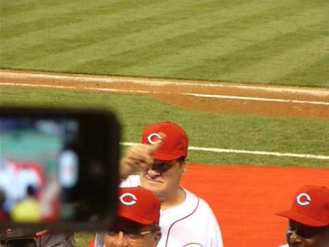 """Pete Rose Walks off Great American Ballpark to """"Hall of Fame"""" cheers"""