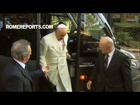 Đức Giáo Hoàng di chuyển bằng xe buýt để bắt đầu tuần linh thao