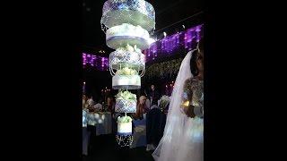 Свадебный торт появляется с потолка