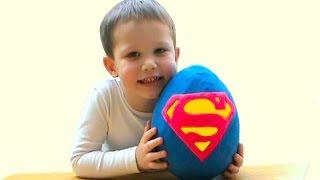 СУПЕРМЕН огромное яйцо с сюрпризом открываем игрушки SUPERMAN