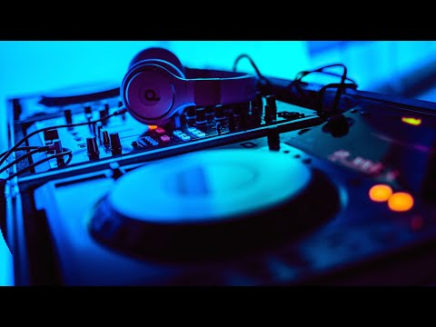 Download Merlin: Season 1, Episode 2 - Valiant