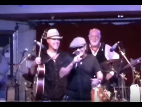 AC/DC's Brian Johnson on stage w/ Mick Fleetwood live ..will he join AC/DC again..??