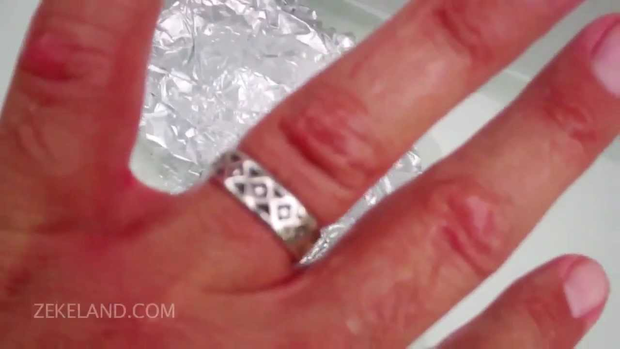 Cleaning silver and tarnish with baking soda aluminum foil for Baking soda silver polish jewelry