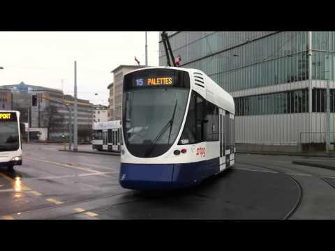 Départ d'un tram tango sur la ligne 15 à Genève ( Iphone 4 )