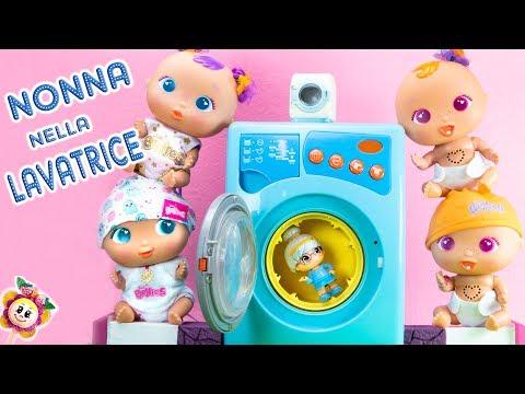 I BEBÈ BELLIES METTONO LA NONNA CLOE NELLA LAVATRICE! Laviamo i pannolini degli 8 bebè