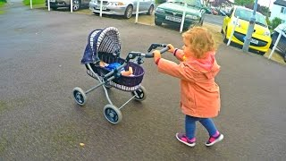 Little Girl Pushing Stroller with Baby Doll / Empujando Cochecito con Muñeca / Video for Kids /