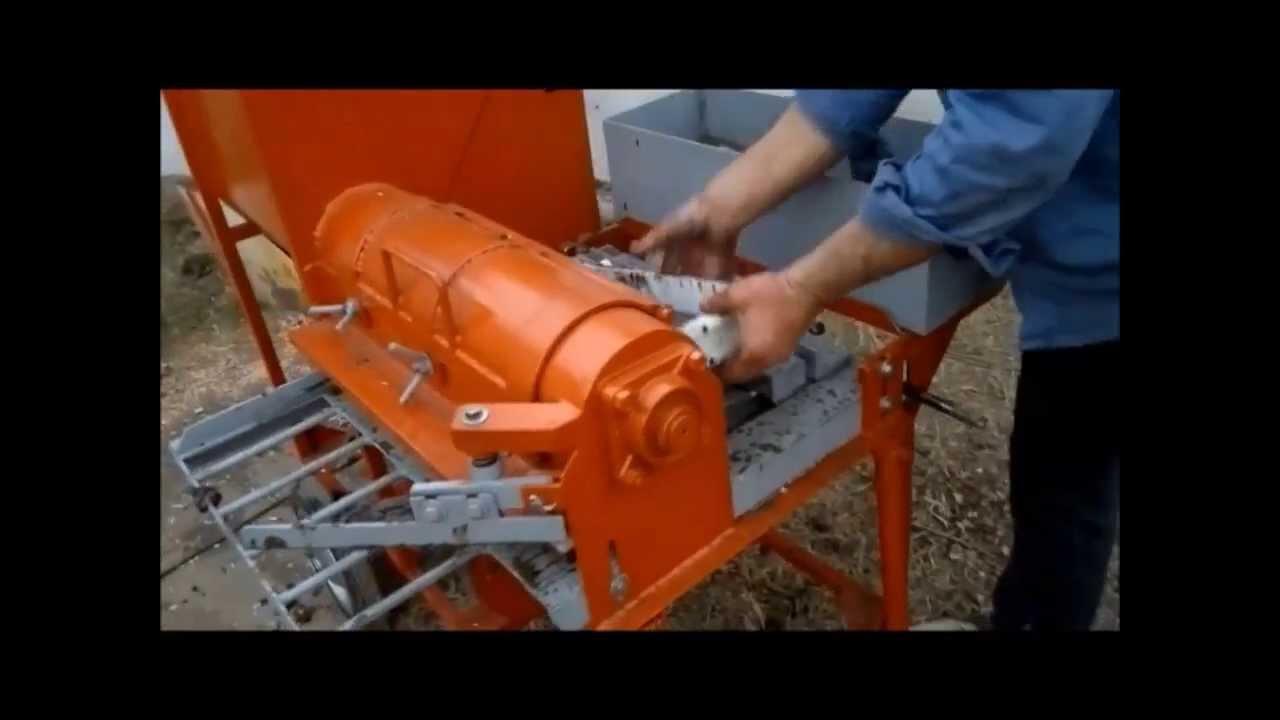 Maquina para hacer ladrillos de barro adobes youtube for Como hacer una pileta de ladrillos