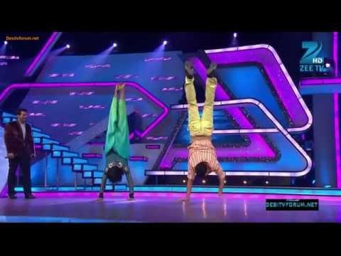 Akshay Kumar Does Handstand
